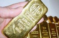 Золото в п'ятницю подорожчало на 900 гривень за унцію