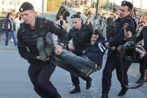 Кількість затриманих у Москві зросла до 65 осіб