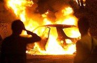 В Киеве посреди дороги сгорел автомобиль