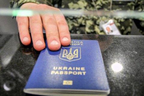 Украинское гражданство за год получили 988 человек, в том числе 126 россиян
