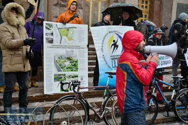Митинг активистов под КГГА