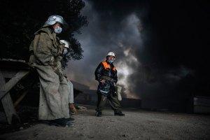 ДСНС має намір всю ніч гасити пожежу на нафтобазі під Васильковом