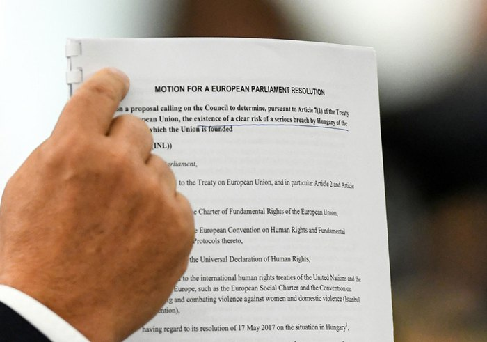 12 сентября Европейский парламент одобрил штрафную процедуру против Венгрии за нарушение принципов правового государства.