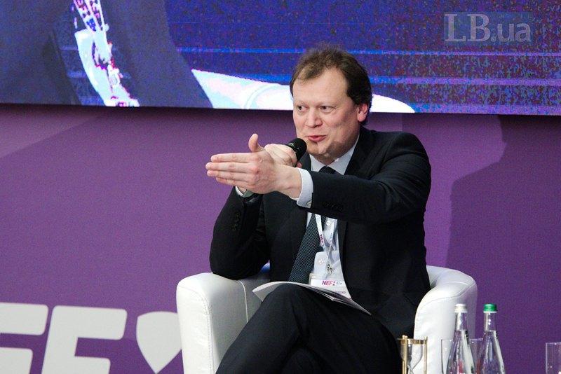 Директор международных программ Института Горшенина Дмитрий Остроушко (модератор третьей панели)
