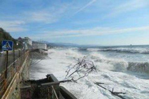 Пляжі Алушти затопило нечистотами, - ЗМІ