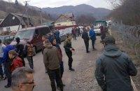 На Закарпатье местные жители мешают пограничникам строить забор на границе с Румынией
