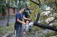 Спасатели ликвидируют последствия ночного ливня в Киеве (обновлено)