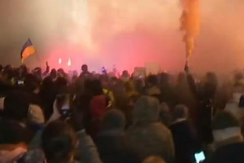Под Офисом президента устроили акцию в поддержку Сергея Стерненко