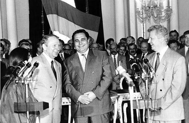 Евгения Марчука отстранили с должности премьер-министра в 1996 -м за месяц до принятия Конституции