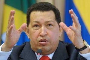 """Чавес улетел на Кубу лечиться - """"сейчас не время умирать"""""""