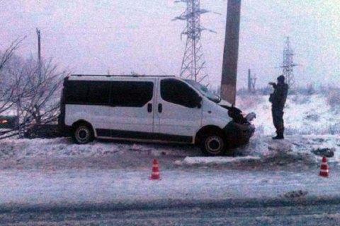 У Слов'янську мікроавтобус із пасажирами врізався у стовп
