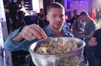 Российский хоккеист – победитель Кубка Стэнли использовал Кубок в качестве тары для пельменей