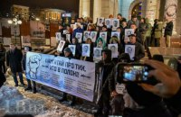 На Майдане Незалежности в Киеве прошла акция в поддержку захваченных украинских моряков