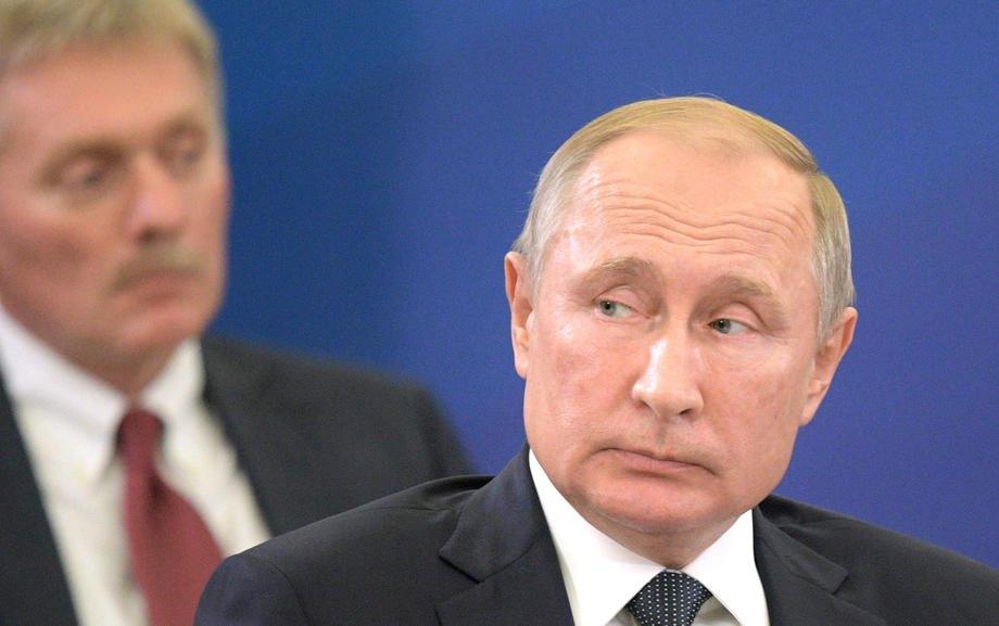 Президент РФ Владимир Путин и пресс-секретарь Дмитрий Песков