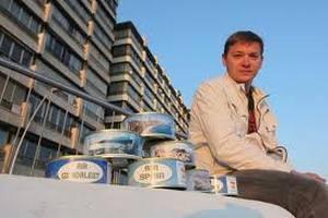 Российский бизнесмен продает в Испании воздух в банках