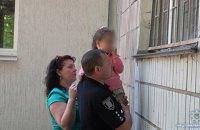 У Сумах жінка погрожувала відрізати голову 4-річній дитині, вимагаючи повернути дочку з дитбудинку