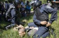 """""""Правий сектор"""" пікетує суд, захищаючи затриманих за напад на гей-парад"""
