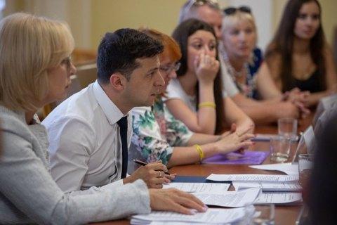 Зеленський зустрівся з сім'ями захоплених Росією українських моряків