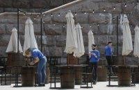 У Києві в рамках пом'якшення карантину відкрилися ресторани, магазини і перукарні