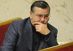 Гриценко призвал владельцев оружия выйти на защиту Майдана