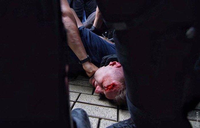 Активисты подрались сполицейскими под одесской мэрией