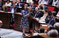 Французького міністра засвистали за літню сукню