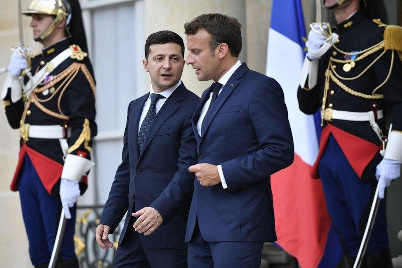 Владимир Зеленский и Эммануэль Макрон в ходе встрече в Париже 17 июня 2019