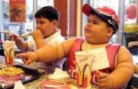 В Британии предложили бороться с детским ожирением с помощью налогов на вредную еду
