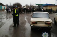 Жители Николаевской области перекрыли несколько дорог, требуя их ремонта