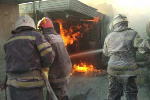 Сумська область: рятувальники провели тактико спеціальні навчання по гасінню умовної пожежі резервуарів з нафтопродуктами