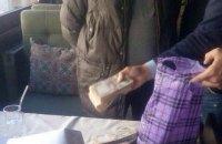 В Киеве чиновник Печерской РГА задержан при получении 800 тыс. гривен взятки