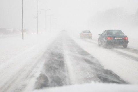 Из-за непогоды в Ровенской области запретили движение всего транспорта, кроме специализированного