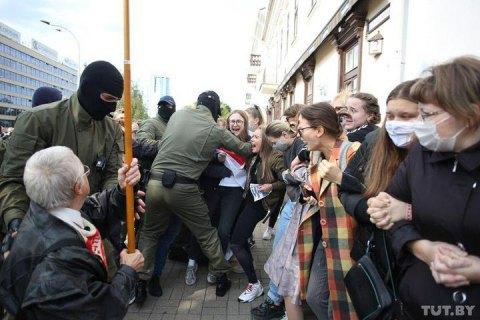 Трое убитых, 500 случаев пыток, 1800 заявлений о насилии, - белорусские правозащитники подготовили доклад для ОБСЕ