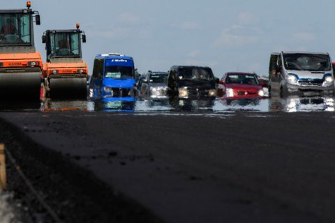 Таможня перечислила 8 млрд гривен на ремонт дорог с начала года
