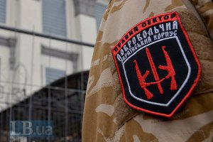 """Военные продолжают стоять вокруг базы """"Правого сектора"""""""