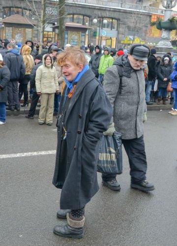 Одна из участниц акции по очищению Киева от баррикад