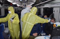 Семерых пассажиров, прибывших спецпоездами из ЕС, госпитализировали во Львове