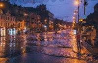 Киевские власти о подтоплении Крещатика: ливневка работает отлично, но ее закрыл мусор