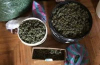 В рейсовом автобусе на украинской границе обнаружили 80 кг маковой соломки