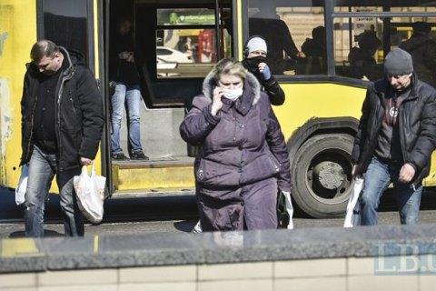 """В Сумах из троллейбуса вытолкали """"лишних"""" пассажиров"""