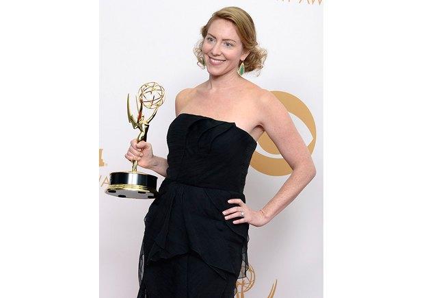 """Жена Генри Броммеля, Сара, приняла награду за лучший сценарий к серии """"Родины"""" от его имени - сценарист умер в марте этого года"""
