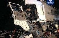 Біля Березані водій фури влетів у дві припарковані вантажівки