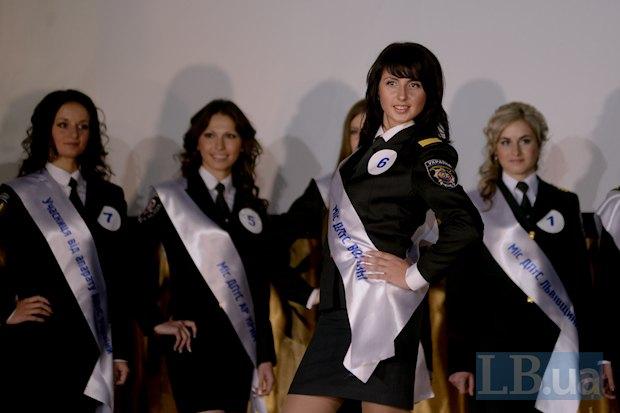 Я болела за Гульнару из Крыма (вторая слева). В итоге ей достался титул Мисс эрудиция. Гульнара пишет кандидатскую по уголовно-исправительной системе