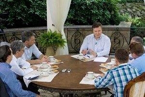 «Ты! Давай сюда зонтик». Виктор Янукович. Общение с избранными