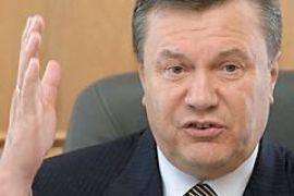 Янукович объяснил, зачем нужно голосовать не руками, а карточками
