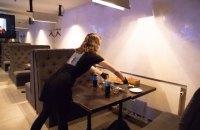 У Києві два ресторани на Хрещатику викрили в порушенні правил карантину