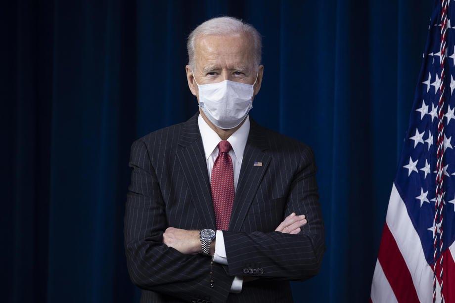 Президент США Джо Байден готується перед виступом у Пентагоні, Арлінгтон, штат Вірджинія,10 лютого 2021 р.
