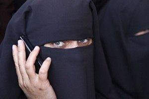 """Депутаты шведского парламента вышли на """"протест в хиджабах"""""""