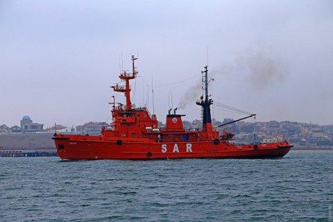 Україна відправила буксири за захопленими РФ кораблями