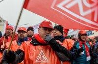 В Германии десятки тысяч работников заводов провели предупредительную забастовку
